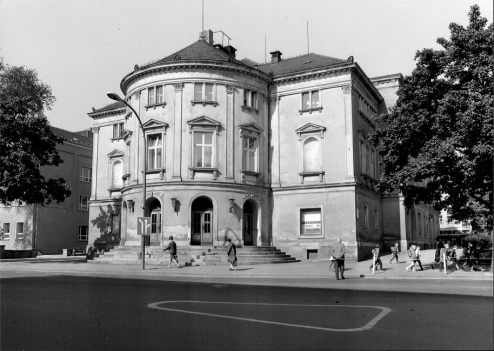 Foto des alten Stadttheaters um 1900. Außenansicht.