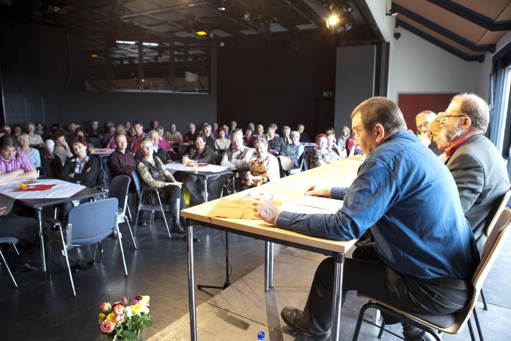 Blick in den kleinen Saal mit Publikum